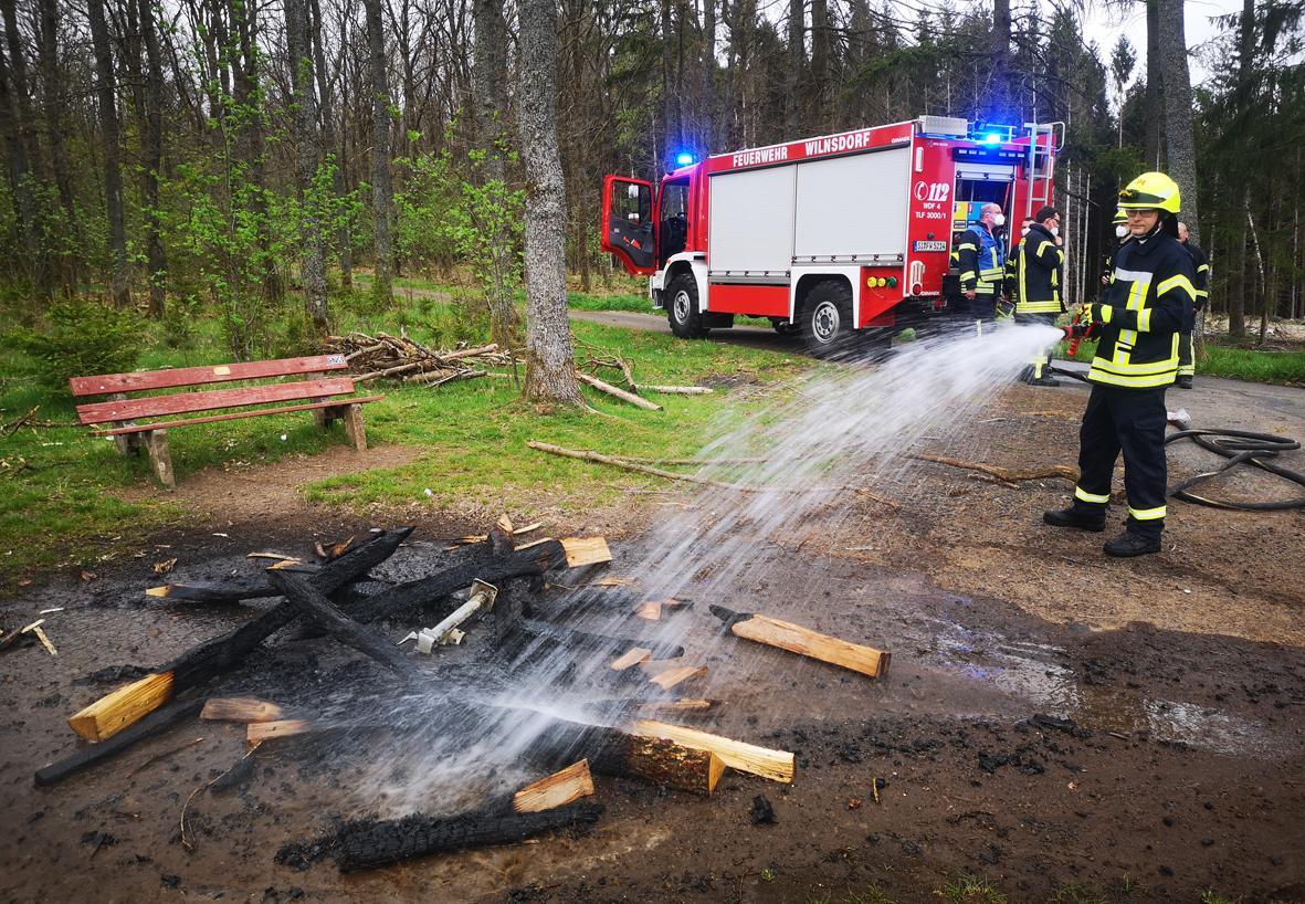 Vandalen sorgen für Feuerwehreinsatz