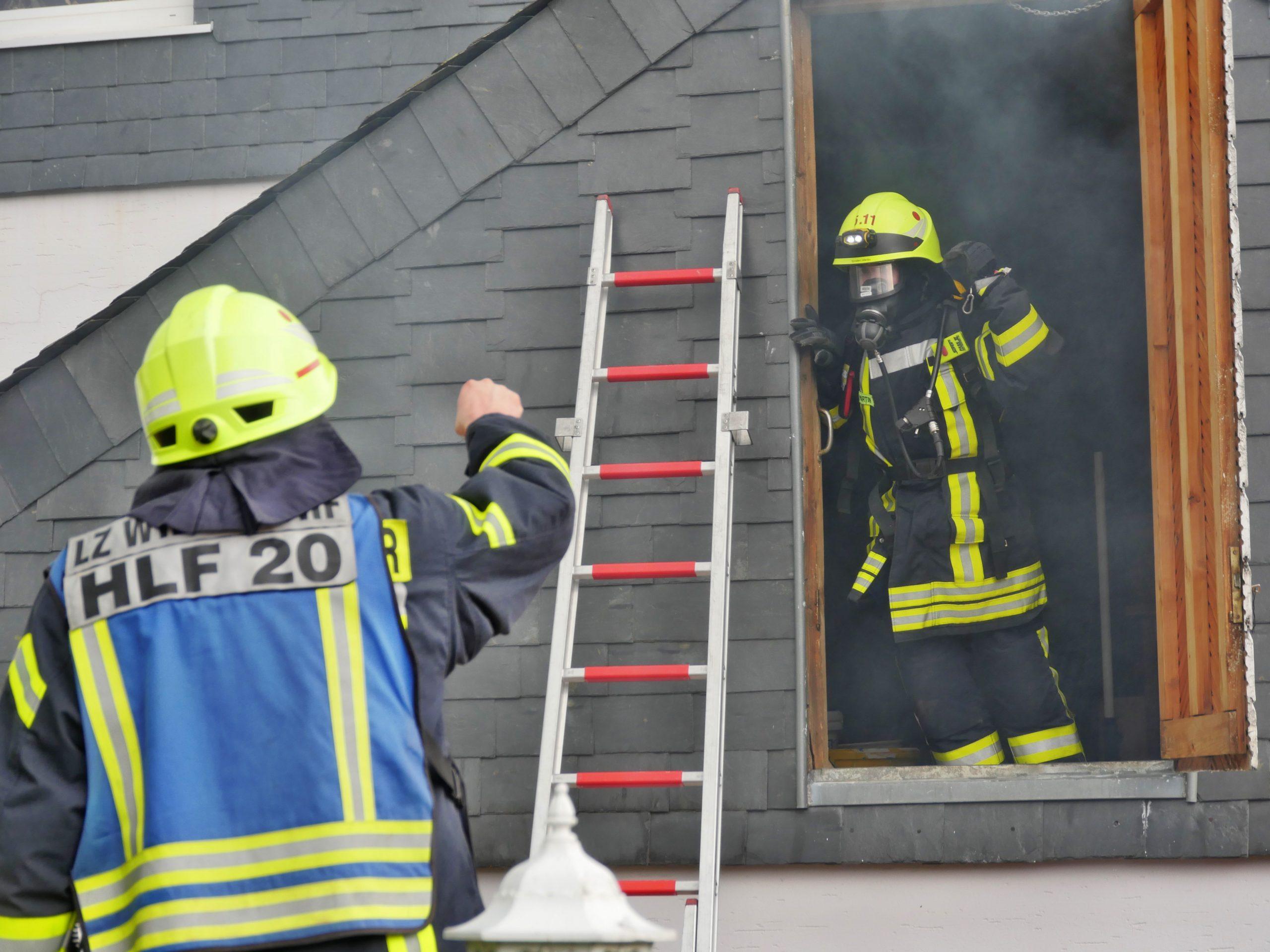 Brand nach Dachdeckerarbeiten