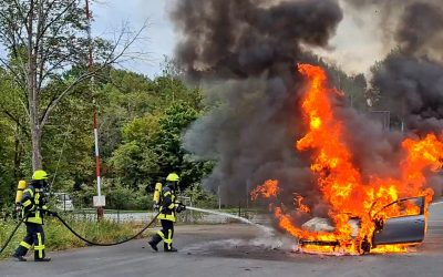 Fahrzeugbrand an der Autobahnauffahrt